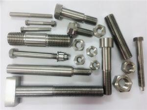 erinevad eritellimusel valmistatud vask-nikkelkinnitused